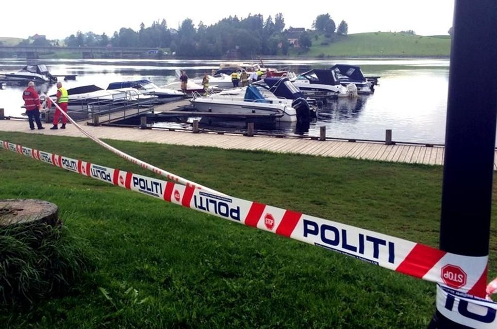 SPERRET: Politiet satte tidlig opp sperrebånd ved Årnes brygge.