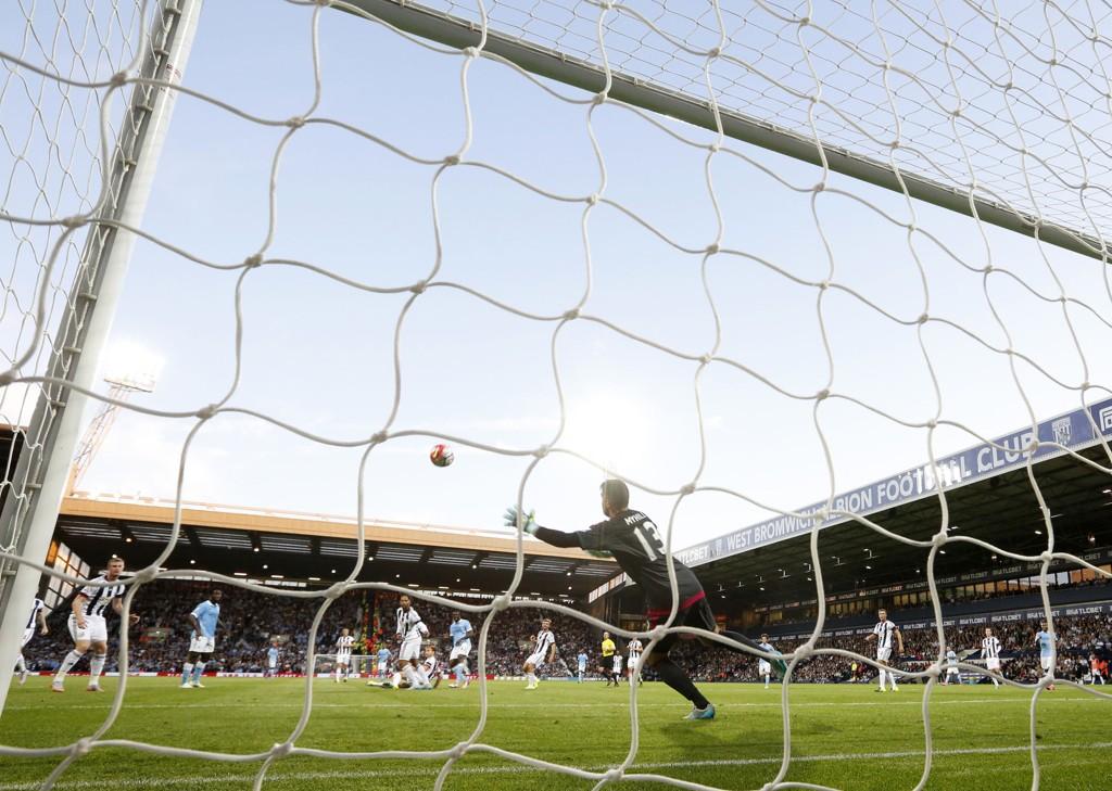 PERLEMÅL: Med et knallhardt bredsideskudd dunker Yaya Touré ballen opp i krysset, og sørger for 2-0 til Manchester City over West Bromwich.
