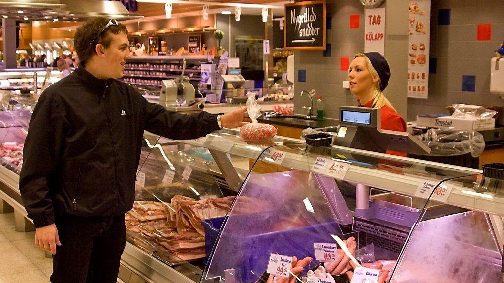 Prisene på mat stiger mer i Norge enn i våre naboland og utligner noe av effekten av den norske kronesvekkelsen. Mat er 28 prosent billigere i Sverige enn i Norge i dag.