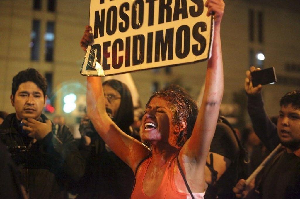 Abort er et omstridt tema i strengt katolske land i Latin-Amerika, som her i Peru der det nylig var store demonstrasjoner mot myndighetens strenge linje. I Paraguay har debatten blusset opp etter at en ti år gammel jente som ble voldtatt, ble nektet abort.