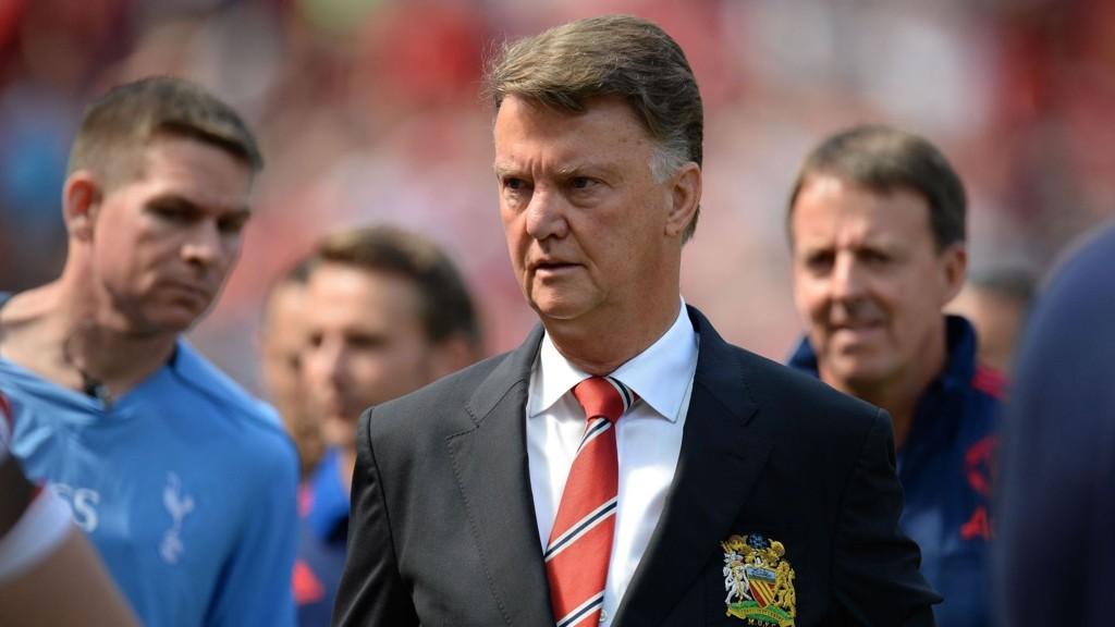 MORSOM TYPE: Louis van Gaal ser ut til å kose seg under pressekonferanser.
