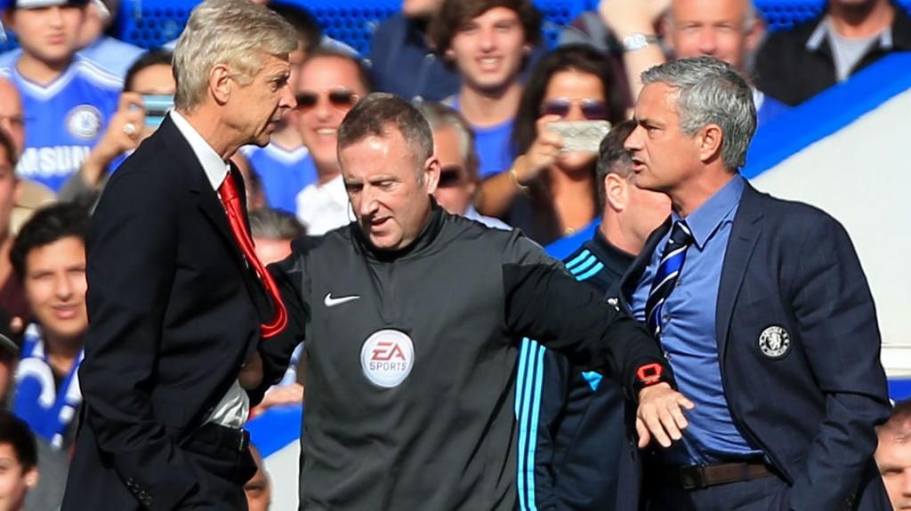 Da Arsenal-manager Arsène Wenger møtte pressen fredag, hevdet han at han ikke hadde fulgt med på skriveriene om legekrangelen i Chelsea. Likevel klarte han i gi managerrivalen et stikk.