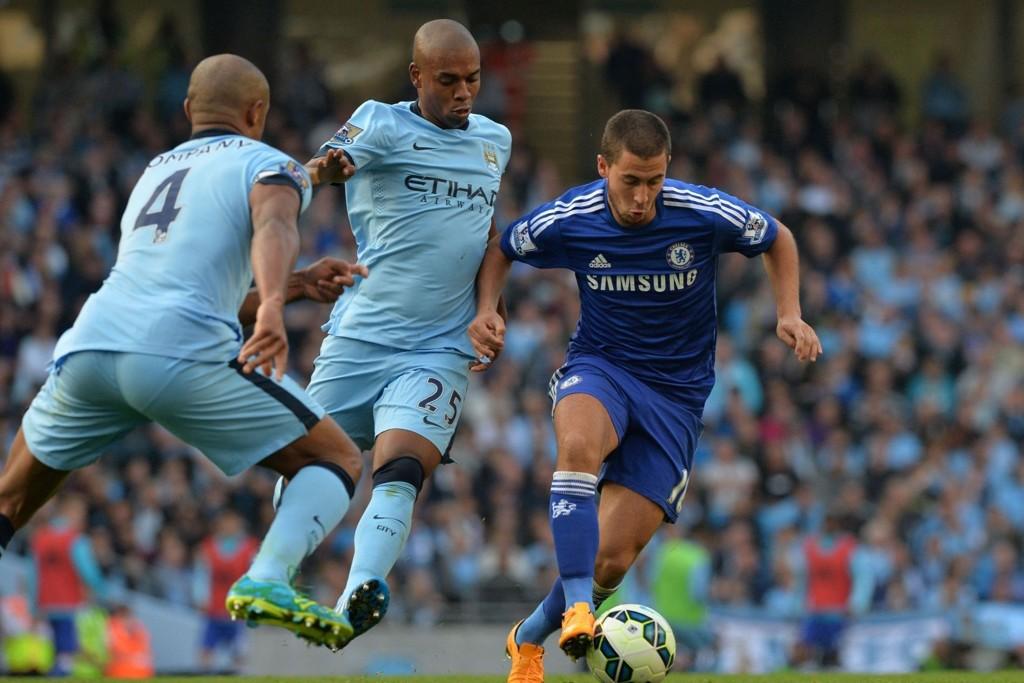 TØFFE DUELLER: Det blir nok flere knallharde dueller mellom Vincent Kompany (til venstre i bildet) og Eden Hazard under søndagens storkamp i Premier League.