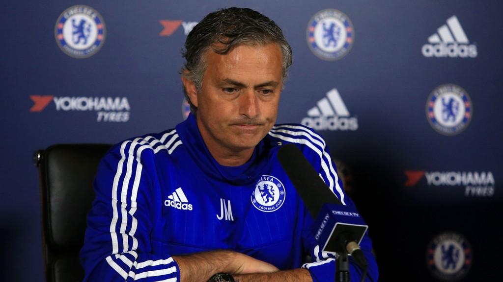 SVARTE: Jose Mourinho måtte svare på spørsmål om hva han synes om forrige helgs episode med Chelsea-lege Eva Carneiro.