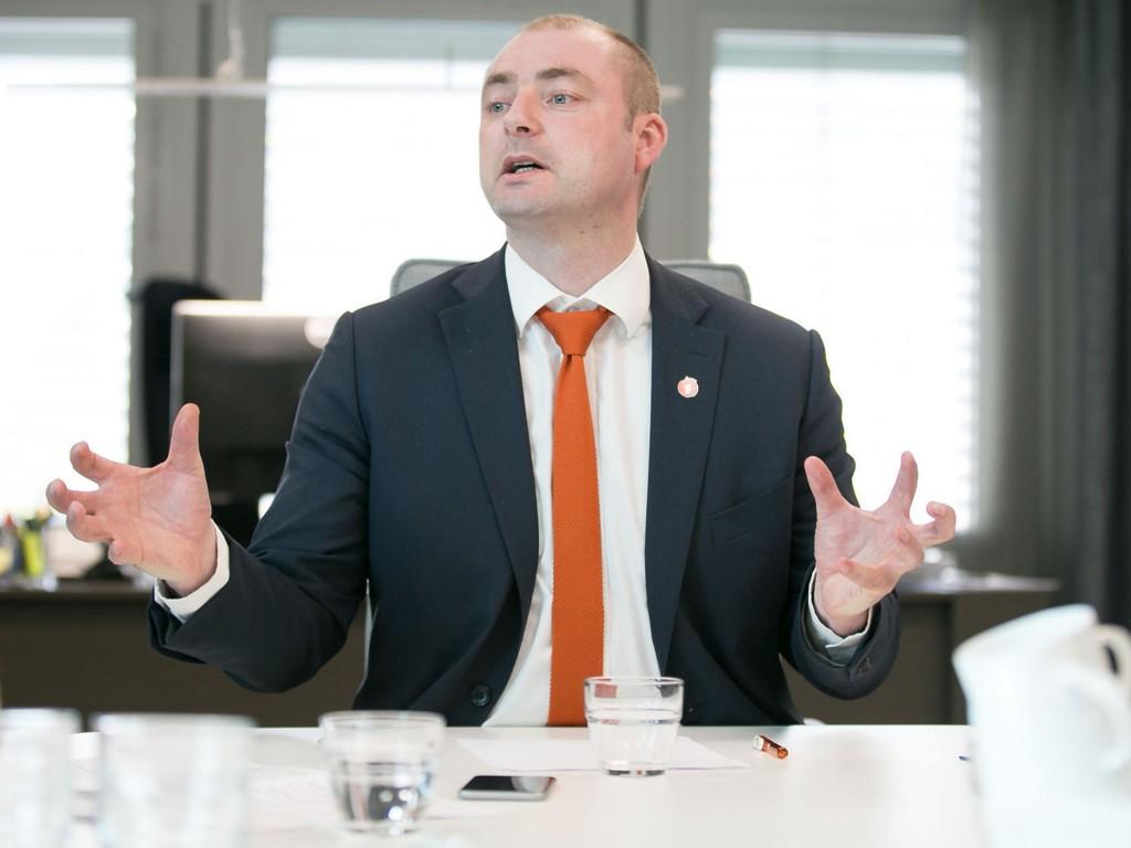 STRENGERE KRAV: Arbeidsminister Robert Eriksson (Frp) vil ha strengere krav til de som mottar trygd.