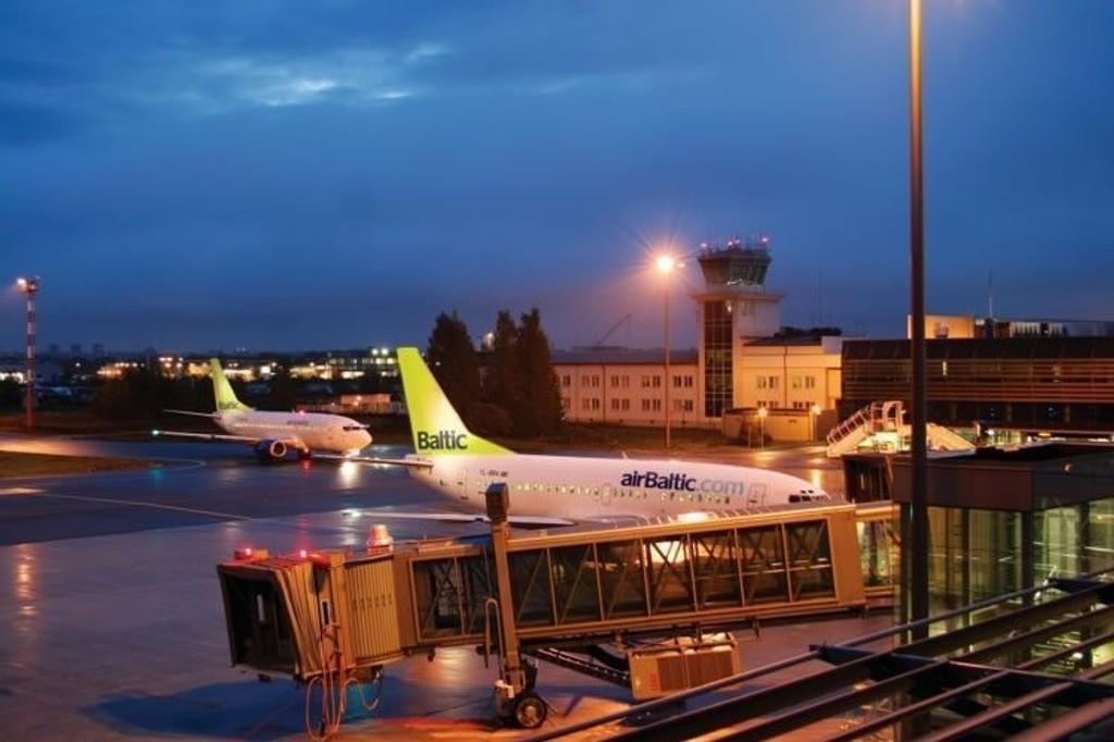 TILSTÅELSESSAK: Mandag får alle fire i besetningen på AirBaltic-flyet mulighet til å forklare seg i Nedre Romerike tingrett. Dersom vilkårene for tilståelsesdom er oppfylt får de dommen kort tid etter rettsmøtet. (ILLUSTRASJONSFOTO).