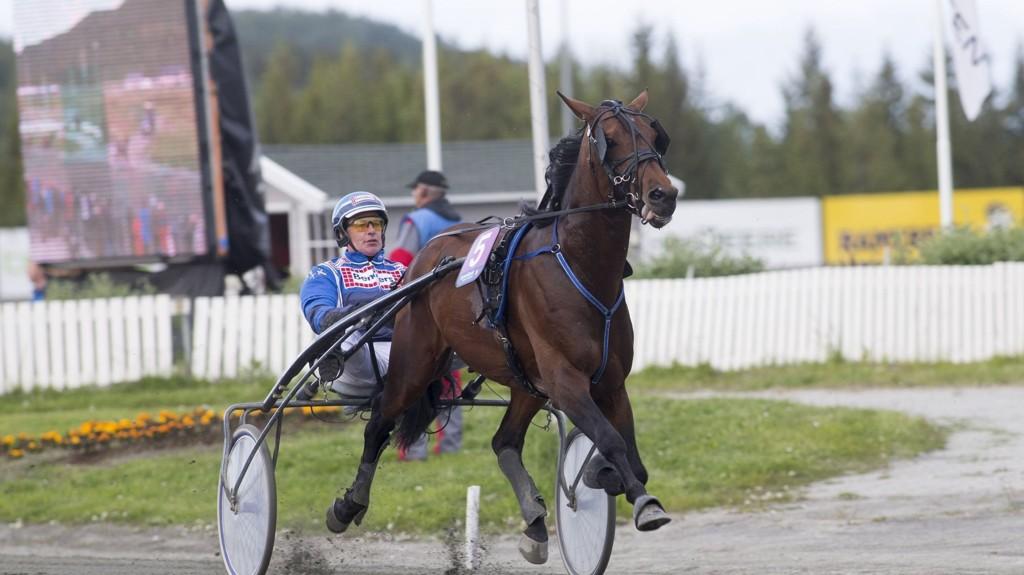 John Östman her med Claudius F som vant V75-løp i Harstad tidligere i sommer. foto Roger Svalsrød hesteguiden.com