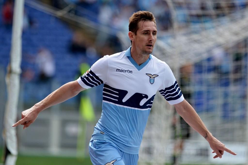 STILL GOING STRONG: Miroslav Klose (37) leder antakeligvis angrepet til Lazio denne tirsdagen.