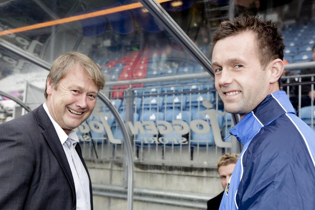 GAMLE RIVALER: Åge Hareide (til venstre), her som Viking-trener, og Ronny Deila, her som Strømsgodset-trener, har duellert lenge. Dette bilde er fra 2010.