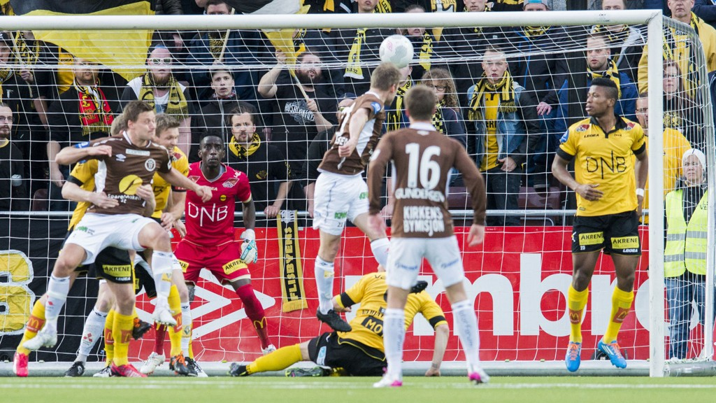 Mjøndalens Magnus Sylling Olsen er ute med karantene i bortekampen mot Rosenborg søndag kveld. Her scorer han i et serieoppgjør mot LSK.
