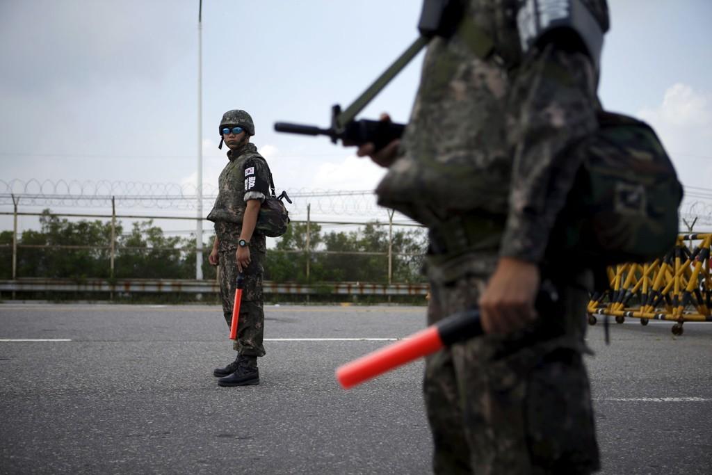 Sørkoreanske soldater i høy beredskap etter trusler fra Nord-Korea.