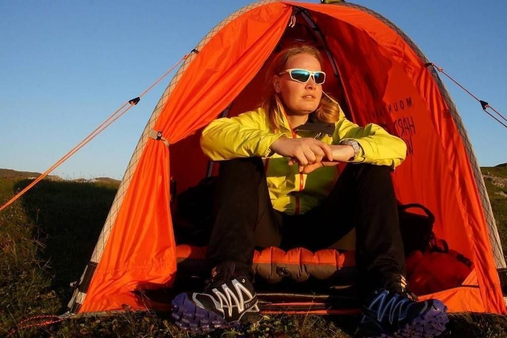 Anita Berg (33) har satt seg som mål å telte på alle fjelltopper over 600 meter i Bergen kommune. I sommer overnattet hun ute, og dro rett på jobb på Statoil på Sandsli.