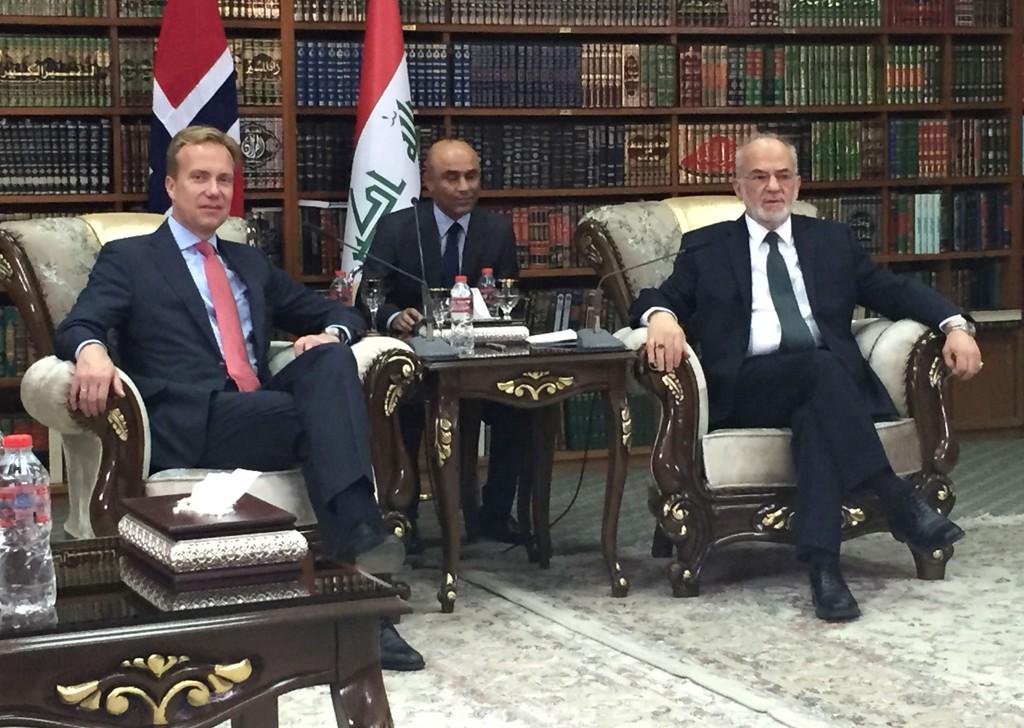 Utenriksminister Børge Brende i samtale med Iraks utenriksminister Ibrahim al-Jaafari (t.h.) i Bagdad søndag.