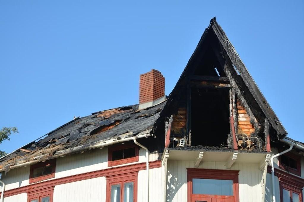 DØDSBRANN: En person omkom da det brøt ut brann i en bygård i Gjøvik natt til søndag.