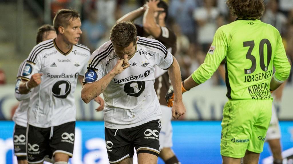 MATCHVINNER: Rosenborgs Matthias Vilhjalmsson (midten) og lagkameratene kunne juble for scoring mot Mjøndalen.