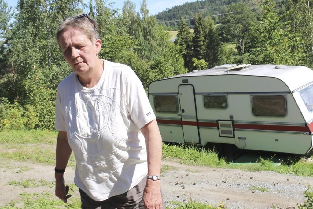 Tove Gaukstad bor i en campingvogn plassert hos en kamerat i Vestfossen. Med en uførepensjon på 14.500 kroner i måneden klarer hun ikke å konkurrere med andre i utleie-markedet.