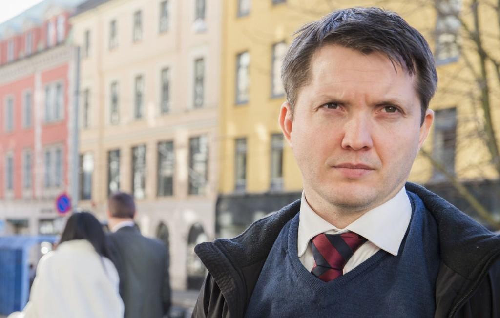 - DØMMES STRENGT: Aktor Andreas Strand mener at den 71 år gamle tidligere tingrettsdommeren må straffes strengt.
