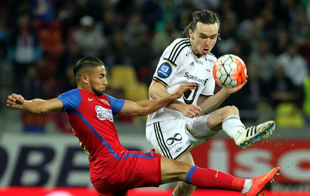 Ole Kristian Selnæs ble båret av banen med en hodeskade i Rosenborgs Europa League-kamp mot Steaua Bucuresti torsdag. Det var fredag usikkert om midtbanespilleren rekker kampen mot Tromsø søndag kveld.