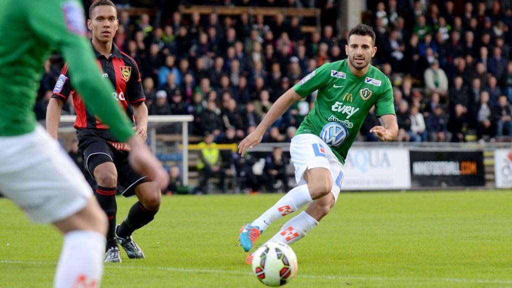 Andre Calisir (i grønn drakt) har storspilt i forsvaret til Jönköpings Södra denne sesongen.
