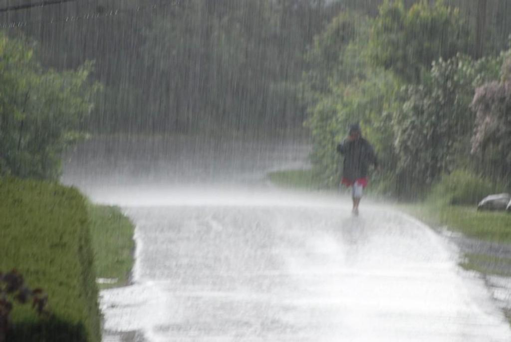 Bare én av 13 onsdager i sommer har vært helt uten nedbør, mens fem har hatt 17 millimeter eller mer. Har du noen teorier om det er helt tilfeldig?