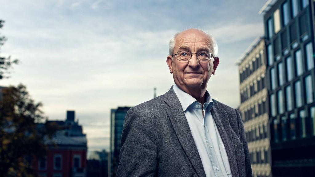 Landets største boligbyggelag, ledet av tidligere Arbeiderparti-politiker Martin Mæland, stoler ikke på garantiene om at eiendomsskatten ikke vil bli satt opp.