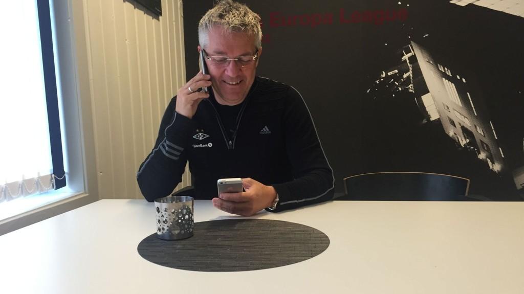 TO TELEFONER: Telefonene til Kåre Ingebrigtsen gikk varm dagen etter seieren som i stor grad sikret RBK-gull i Tippeligaen denne sesongen.