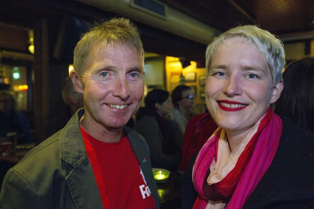 Rødt går mot tidenes knallvalg i Tromsø mye takket være førstekandidat Jens Ingvald Olsen (t.v) som også kunne feire framgang for samarbeidspartiet SV sammen med førstekandidat Ingrid Marie Kielland på RVs valgvake i Tromsø.