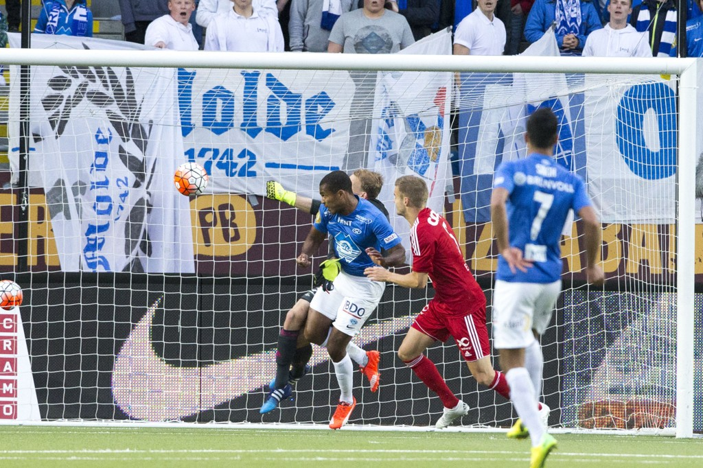 TUNGEN PÅ VEKTSKÅLA: Ola Kamara avgjorde storkampen mot Rosenborg da han kriget inn kampens eneste mål etter timen.