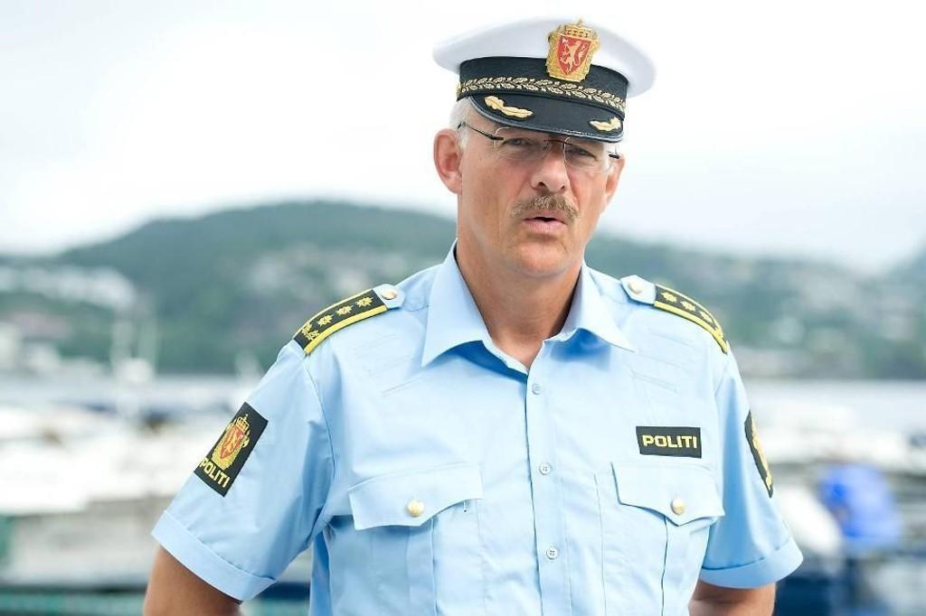 BER MOBBERNE MELDE SEG: Politiinspektør Tore Salvesen ber mobberne kaste inn håndkleet og melde seg.
