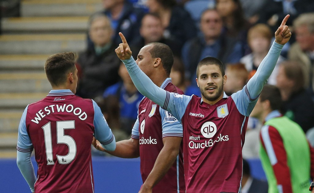 UTUR: Carles Gil feirer etter å ha scoret mot Leicester, en kamp de til slutt tapte.