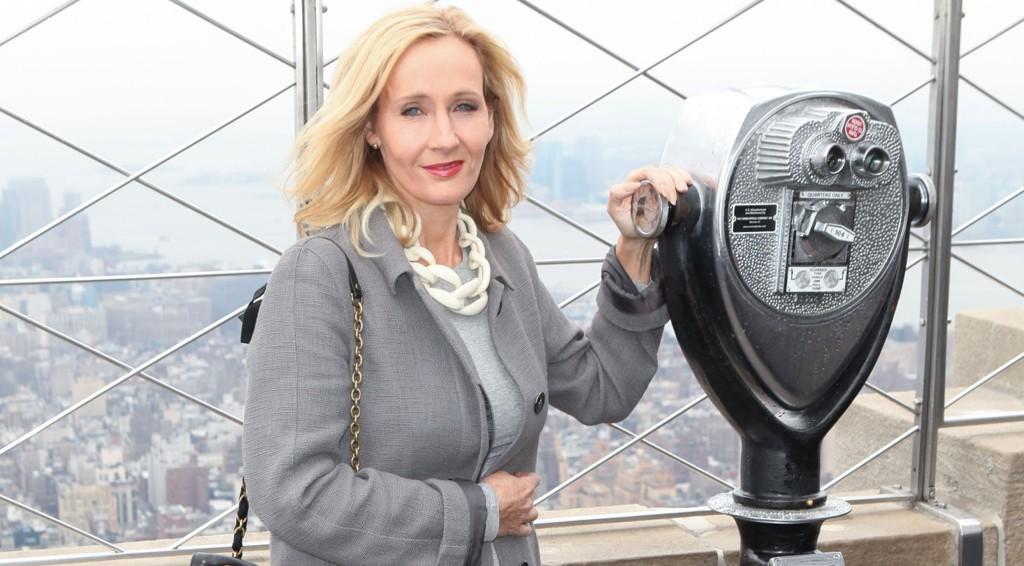 HARRY POTTER-FORFATTER: JK Rowling utvider sitt magiske univers med både ny film og en teaterforestilling til neste år.