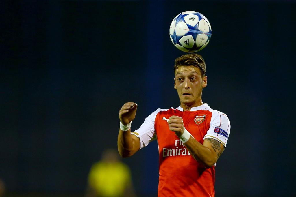 NY KONTRAKT? Mesut Özil kommer trolig til å bli tilbudt en ny kontrakt av Arsenal.