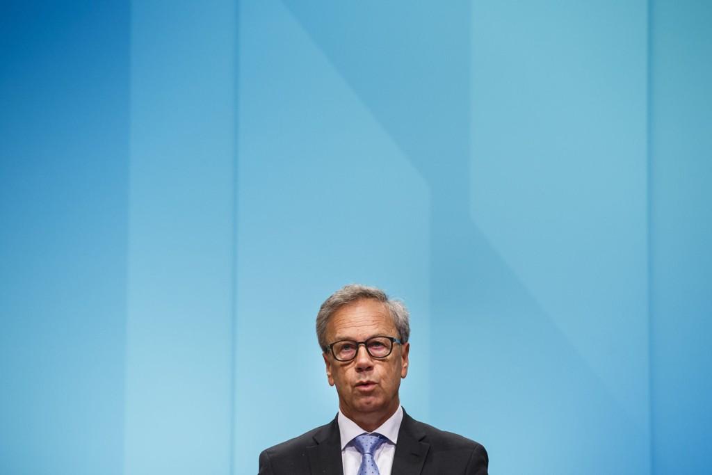 Sentralbanksjef Øystein Olsen kunngjør torsdag beslutningen fra det siste rentemøtet i hovedstyret i Norges Bank. De fleste analytikerne tror banken venter med et nytt rentekutt.