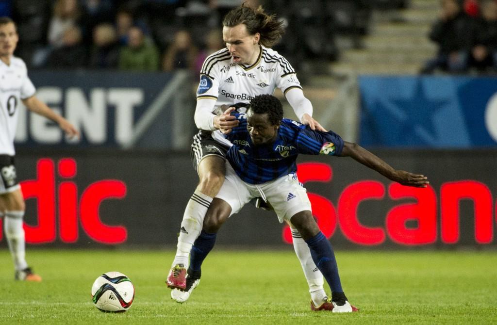 TØFFE DUELLER: Det var ampert ved flere anlednniger mellom Rosenborgs Ole Kristian Selnæs og Stabæk-spiller Anthony Annan.