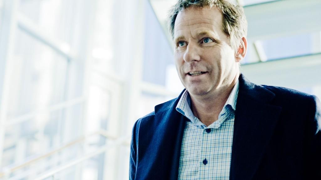 Oljenanalytiker Jarand Rystad tror oljeprisen kommer til å stige til rundt 100 dollar fatet innen 2020.