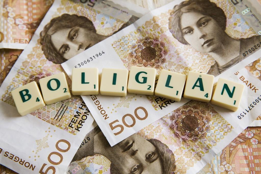 Folk taper tusener av kroner på at bankene venter i mange uker før rentekutter slår inn.