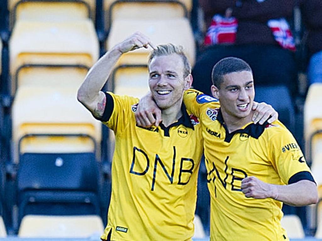 PEKER PÅ HOVMESTEREN: Lillestrøms Malaury Martin (til venstre) scoret, og Mohamed Ofkir sto for pasningen før 3-0-scoringen mot Mjøndalen på Åråsen.