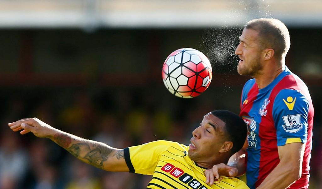 FORSVARSKOLOSS: Brede Hangeland og Crystal Palace holdt Troy Deeney og Watford unna farlige område i store deler av søndagens Premier League-duell mellom lagene.