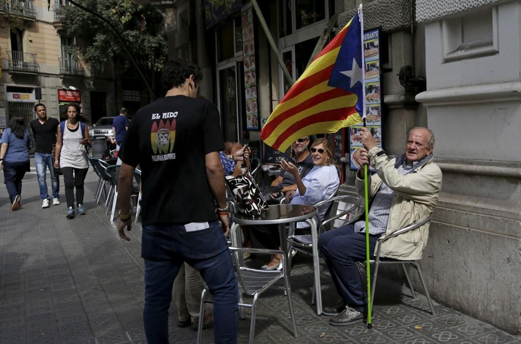 Ifølge en valgdagsmåling som er gjort av den lokale TV-kanalen TV3, vinner partiene som støtter løsrivelse et klart flertall av parlamentets 135 plasser i Catalonia.