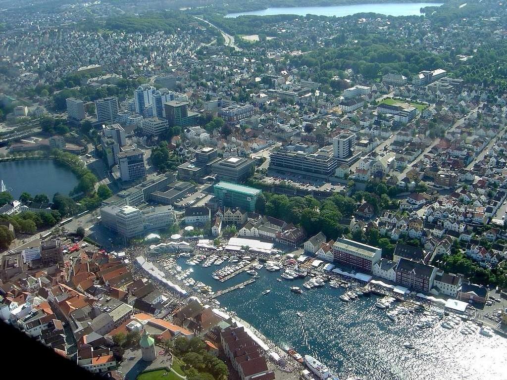 Rekordsvak krone styrker konkurransekraften til oljeleverandørene. Illustrasjonsfoto: Stavanger sentrum.