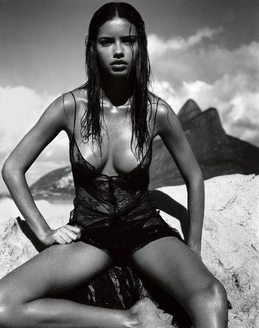 Adriana Lima på forsiden av Pirellis kalender for 2005.