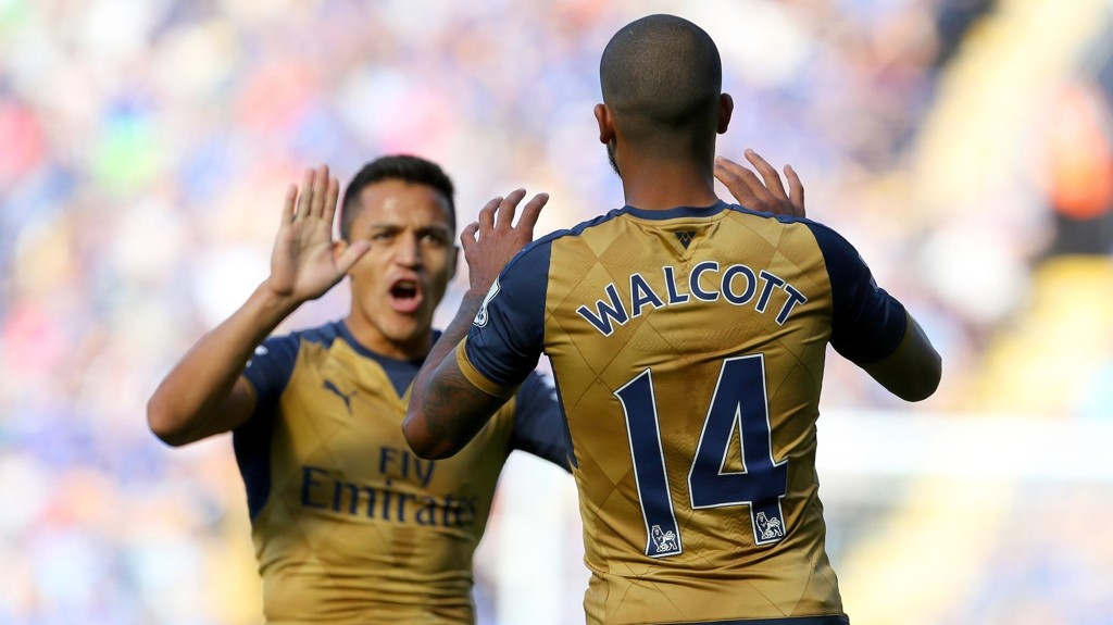 SUPERDUO: Alexis Sanchex og Theo Walcott jubler etter scoring mot Leicester. FOTO: NTB scanpix