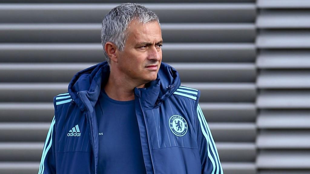 Jose Mourinho kommer med en advarsel til egne spillere.