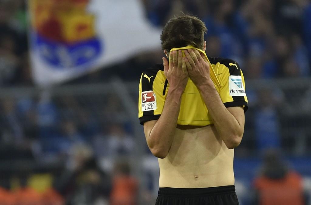 OPP MED HODET: Dortmund-spiller Julian Weigl depper detter uavgjort mot Darmstadt i helgen.