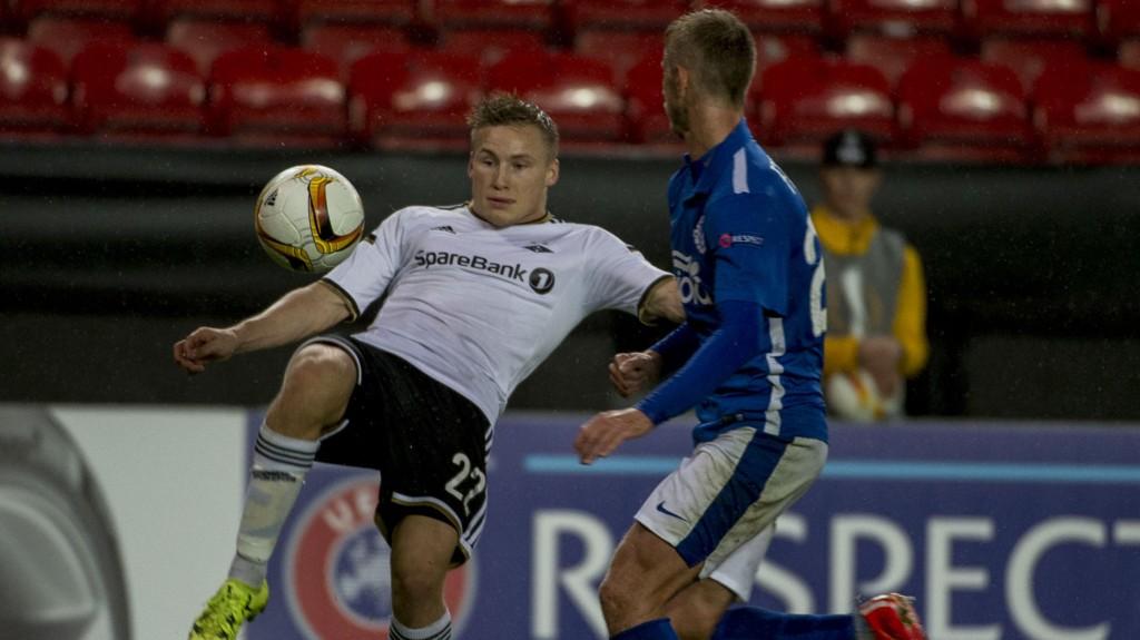 Rosenborgs Jonas Svensson var skuffet over å ikke ha stoppet innlegget til Dnipros Matheus som førte til 1-0-målet til gjestene.