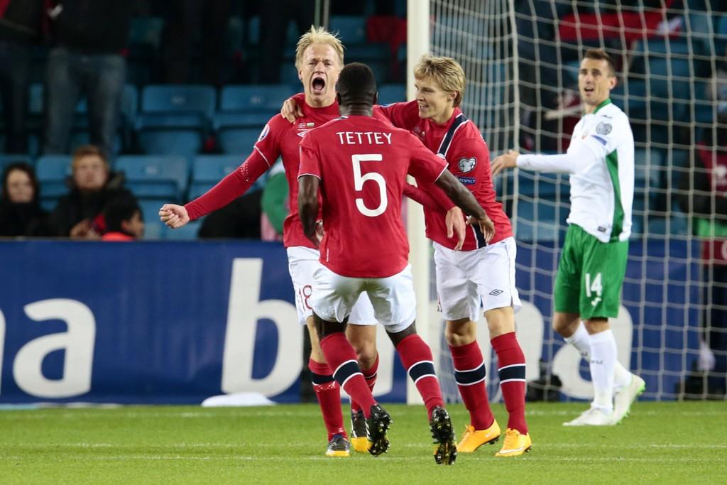 GJORDE JOBBEN: Håvard Nielsen (til venstre) sørget for tre poeng i hjemmekampen mot Bulgaria.