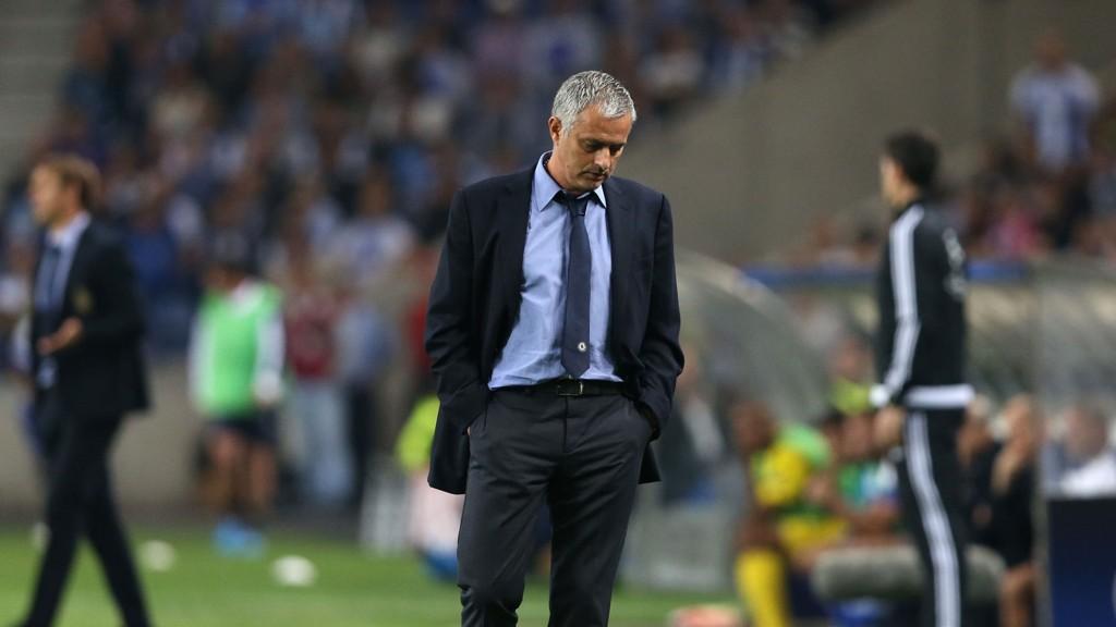 Presset er økende på Chelsea-manager Jose Mourinho.