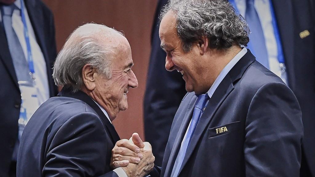 Michel Platini kontaktet det franske sportsdepartementet for å forklare seg. Her sammen med Sepp Blatter.