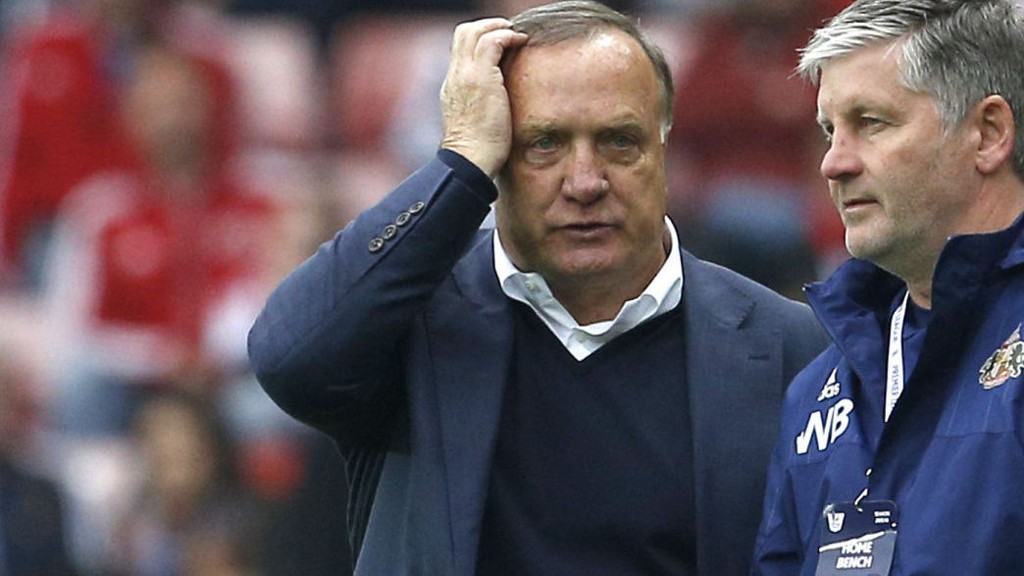 En ivrig Sunderland-manager Dick Advocaat avbildet på sidelinjen under kampen mot West Ham lørdag.