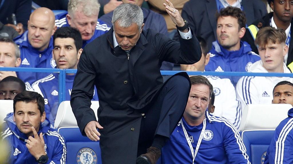 NYTT TAP: Chelsea-manager Jose Mourinho måtte se laget sitt tape 3-1 hjemme mot Southampton.